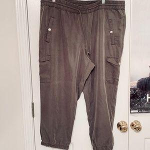 Pants - Sz 18 Olive Green Jogger Cargo Capris Capri Pants